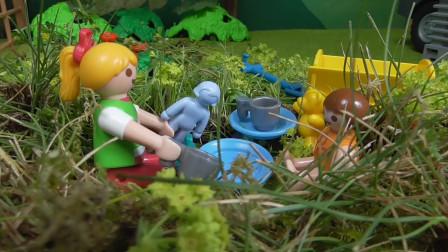 益智卡通玩具故事:小萝莉一家的欢乐野餐游戏,她们发现了什么?