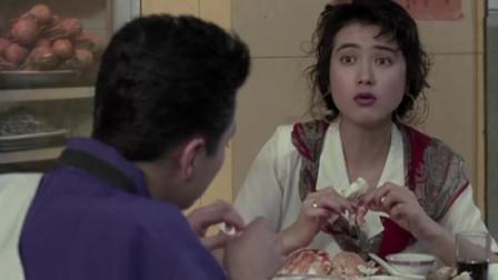 这才是海鲜大餐,美女吃的筷子都扔了,直接上手真过瘾!