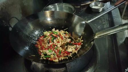四川餐馆的炒兔肉68一份,这辣椒加的让你胃口大开