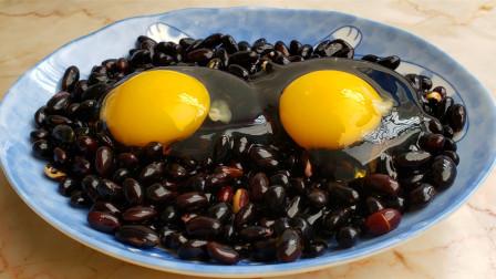 我家黑豆从来不打豆浆,加一把玉米粉,酥香美味,好吃得停不下手