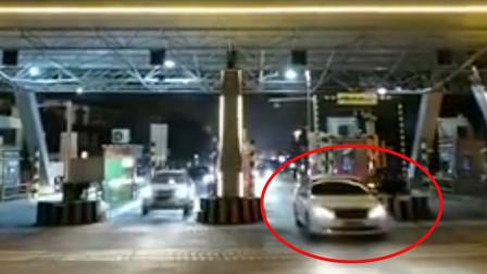 """今日武汉""""解封"""" 第一辆车驶出瞬间多少人泪目了"""