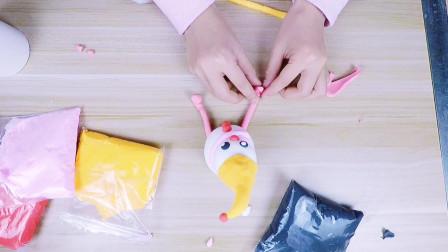 注意雪人的眼神,小女孩用轻粘土制作的创意手工,好玩有趣的DIY