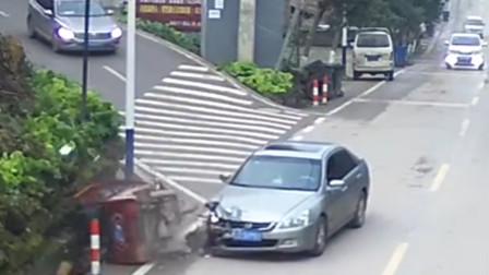 三轮车转弯未让直行小车遭撞翻 车损人受伤还担全责