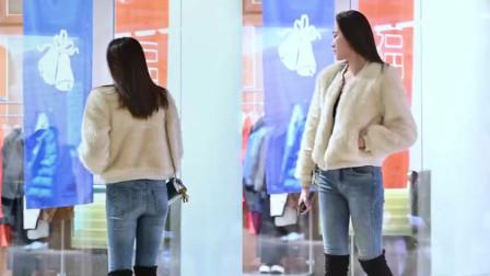 街拍美女:牛仔裤加长靴,这身打扮不像在逛街,像在走秀的
