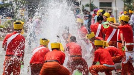 云南省德宏州取消2020年泼水节假期