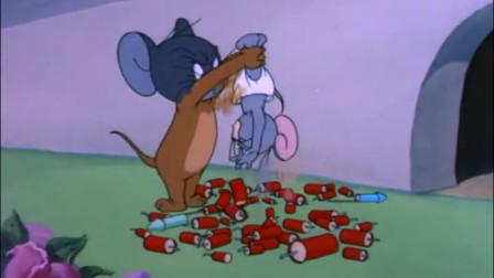 还是杰瑞了解小不点,没想到它小小的裤带藏了这么多爆竹!