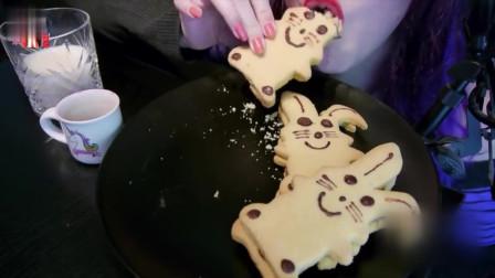 小兔子形状的曲奇饼干,吃起来奶香味十足,真是美味的下午茶