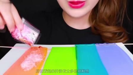 把果冻做成彩色凉皮,看起来就像彩虹瀑布,真是太惊艳了