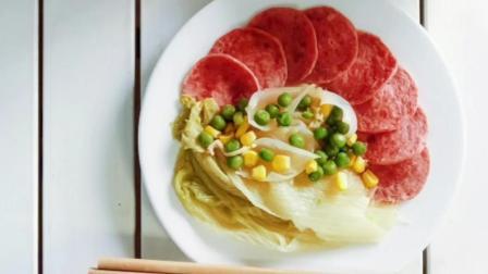 越南封闭第九天的午饭。米饭,火腿,鸡汤,红豆