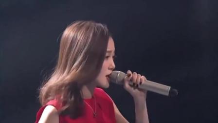 这首歌无数歌手都不敢翻唱,而汪小敏却一唱成名,简直意外的好听