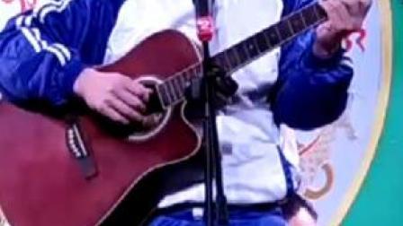 老狼唱的歌曲《同桌的你》他唱得也非常棒