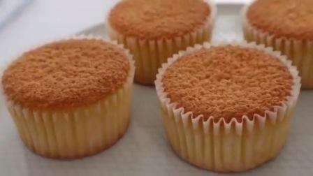 松软香甜的纸杯小蛋糕
