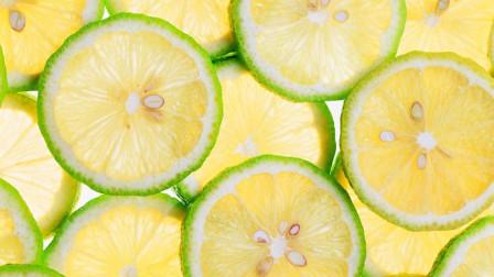 """柠檬泡水功效多,加入2""""果"""",远离糖尿病,高血压,身体更受益"""