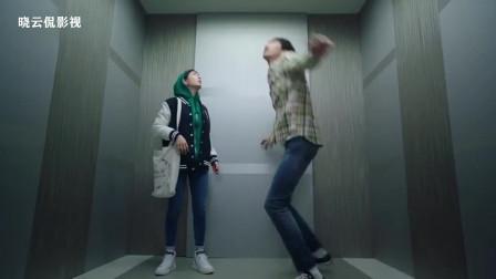 (心里的声音)电梯里的搞笑片段