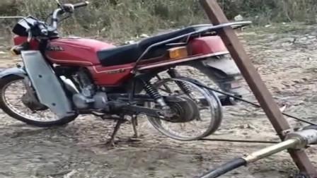 广西牛人大哥,用废旧的摩托车改成能抽水泵,农村浇地就靠它了