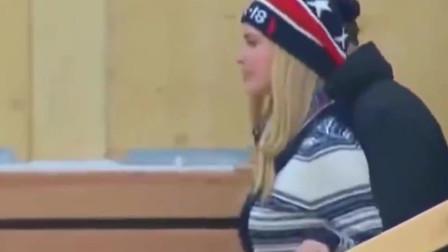 特朗普女儿伊万卡当年到冬奥代表团访问,这姿势很豪迈
