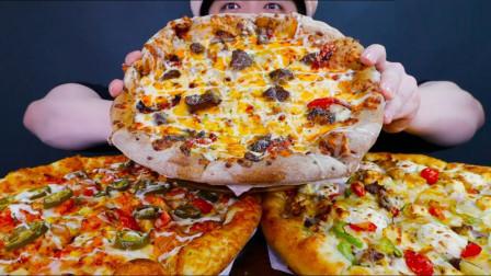 """吃货小伙再现""""深渊巨口"""",超大披萨大口吞,这架势我都看馋了"""