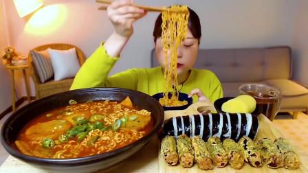 国外美女吃播:吃微辣鱼丸+炒金枪鱼+紫菜包饭+炒年糕