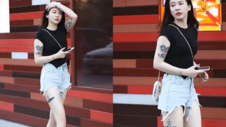 街拍:爱纹身的霸道姐姐,一看就知道不是普通人