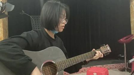 《有没有人告诉你》欧英怡同学学习吉他弹唱视频