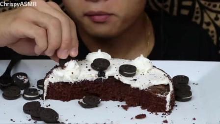 Chrispy吃奥利奥巧克力奶油蛋糕、迷你奥利奥饼干吃着好幸福