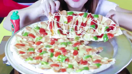 DIEU吃巨型比萨啦有火腿的感觉最好吃