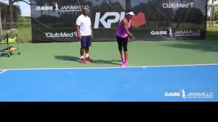 网球棒辅助发球练习