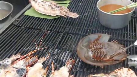 泰国路边摊很有的马蹄蟹,价格昂贵,肉也很少