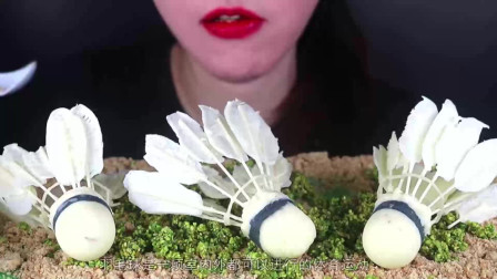 """小姐姐用巧克力做""""羽毛球"""",用糖果和饼干做草坪,简直以假乱真"""
