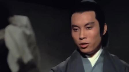 西川高手半夜偷袭女扮男装的姑娘,秀才扔出铁扇子把他从房顶打落地