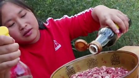 胖妹买了5斤牛肉,剁到手软才算大功告成,大口吃真过瘾