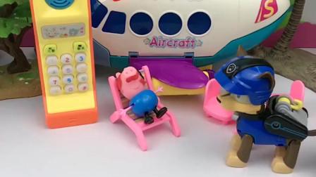 乔治帮阿奇打电话,还要帮鸡妈妈和嘟嘟打电话,乔治可真忙呀!