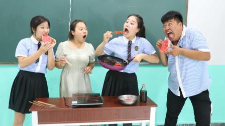 """学霸王小九:老师现场制作""""黑暗料理"""",香油煎西瓜,没想吃货女同学一口一个"""
