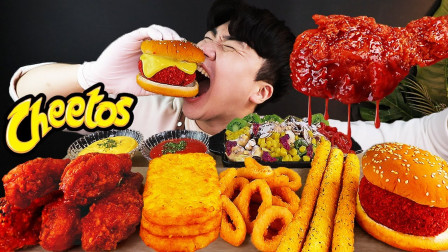 """韩国ASMR吃播:""""牛排汉堡+调味辣酱炸鸡+土豆饼+洋葱圈+奶酪棒"""",听这咀嚼音,吃货小哥吃得真馋人"""