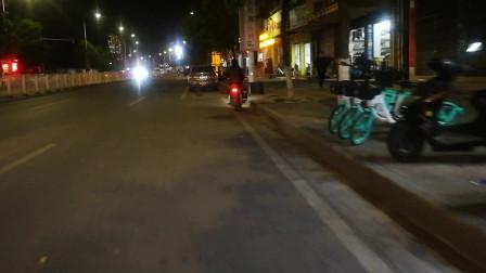 街边夜景随拍视频 路边绿色电动车越来越多了