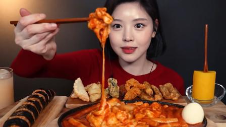 韩国美女吃播,芝士焗年糕搭配日本寿司,外加一块金黄大萝卜!