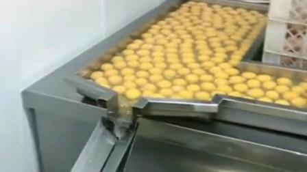蛋清才是最好最营养的东西,蛋黄只能拿去做,蛋黄派或者月饼!