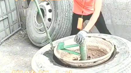 半自动化,也省了不少力。第一杠挑起轮胎,对女性来说真不容易啊