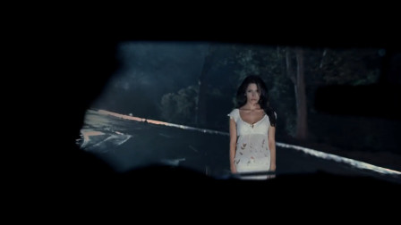 《凶鬼恶灵》白衣女鬼在公路上深夜搭便车,发现不忠的男人就会杀了他