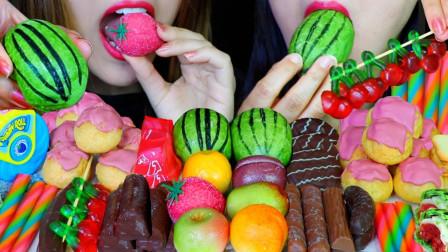 """韩国ASMR吃播:""""西瓜蛋糕+酸奶软糖+杏仁蛋白软糖+草莓果冻+粉红色奶油泡芙"""",听这咀嚼音,吃货姐妹花吃得真香"""