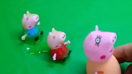 佩奇乔治跳泥坑弄脏了猪妈妈带佩奇乔治去洗澡佩奇和乔治又变回干干净净了