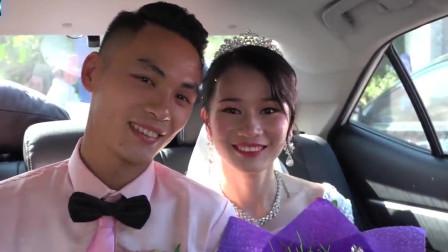 山里姑娘出嫁,出门走很远路才上车,上车后都很开心