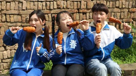 短剧:小虎和姐妹俩分享鸡腿面包,长得像鸡腿一样的面包,好香呀