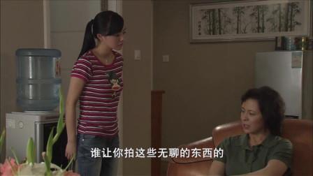 女人准备去冰箱拿东西,却意外看见了女儿房间的照片!