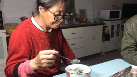 家庭版皮蛋瘦肉粥,简单做法清香无腥味,天天也喝不腻