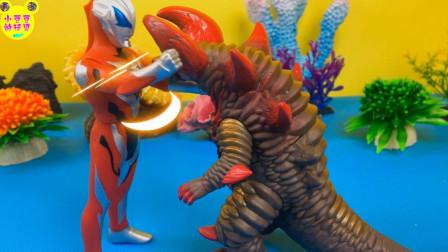 捷德奥特曼大战骷髅哥莫拉!激战奇轮分享健达奇趣蛋玩具
