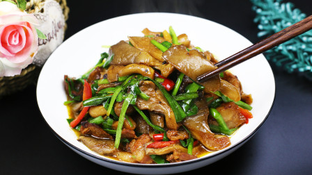 平菇怎么烧才好吃?厨师长教你一个家常做法,每次做的都不够吃!