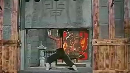1976年邵氏动作片:雍正皇帝在少林寺苦学三年勇闯十八铜人阵