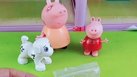 猪妈妈给佩奇做橡皮泥小狗,猪妈妈的创意真棒,佩奇太喜欢小狗狗了!