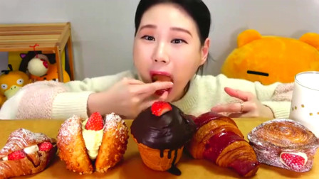 """大胃王美女韩国吃播:""""草莓面包+油酥点心+牛角面包""""真馋人"""